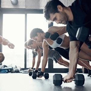 レジスタンスサーキットトレーニングの目的(最大筋力、筋持久力、筋肥大、結合組織の強度の増加、および筋間コーディネーションの向上にある)