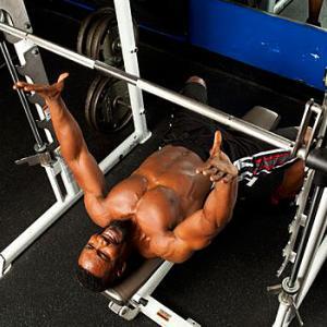 主働筋-拮抗筋ペア(拮抗筋群の相反抑制を増強させると神経作用によって力発揮がいくらか向上するのであれば、拮抗筋群を対象的に鍛える方法は、発揮パワーの向上にも有効な可能性がある)