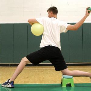 野球肘とフィジカルコンディション(投球側肩甲上腕関節の内旋角制限{非投球側より25°}がある場合、肩肘疾患の危険因子となる)