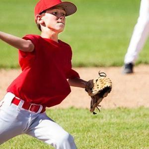野球肘の危険因子:オーバーユース(骨格的に未成熟なアスリートは、成長軟骨を有するためにオーバーユースを起こしやすくなる)