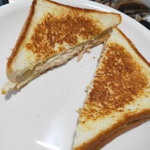 【にーしぇの一人飯】朝食や小腹が空いたときにおすすめ! お手軽ツナメルトサンドイッチのつくりかた!!【分量は目分量】