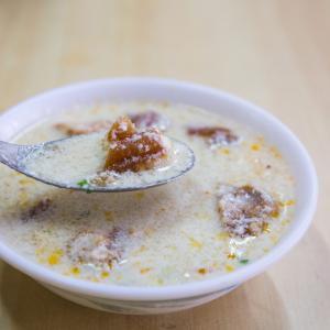 カリカリでサクサクの蛋餅を少しピリ辛で濃厚な豆乳と一緒に食べられる朝ごはん屋さん、豆荘豆漿店。