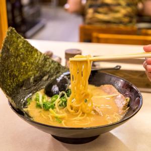 台北で生まれた濃厚でおいしいスープが自慢のご当地家系ラーメン屋さん、特濃屋。