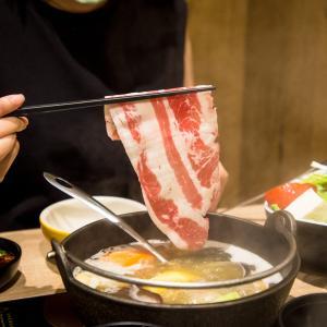お店特製の出汁でいただく、おひとり様から入れる台湾の鍋料理、鶏湯大叔。