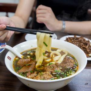 スープよし、麺よし、肉よし、家系紅焼牛肉麺の最高傑作、穆記牛肉麺。