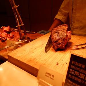 台北ホテルニッコー(老爺大酒店)のビュッフェでランチ