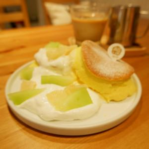 台北 日本産生クリームを使用したスフレパンケーキ 穀Café