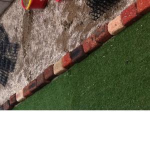 建売時代、旗竿地の庭で、「砂場」を作った体験談。猫のフン対策など…。現在は、砂場セットを家の中に保管。