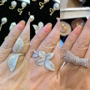 お気に入りの指輪 クリスタルの輝きが素晴らしい