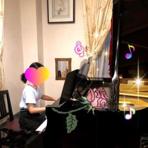 小学生女子さん、印象派ドビュッシーを弾く