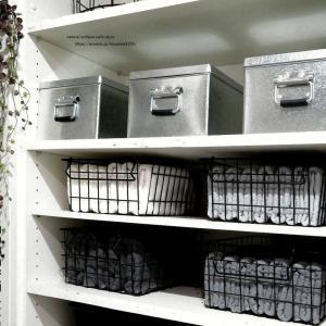 脱衣室に収納棚を増設したら100均のケースが使えた♪