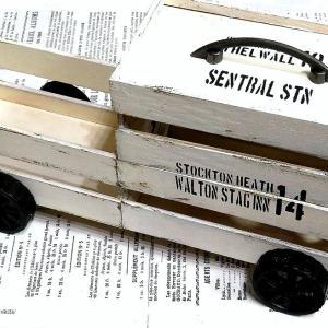 ダイソーの木箱で救急車みたいな救急箱