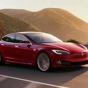 【テスラ】時価総額トヨタの2倍以上のテスラ、EV用タイヤに「ハンコック」を採用。今後は共同研究