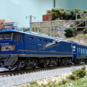 寝台特急「北斗星」 青と銀の機関車