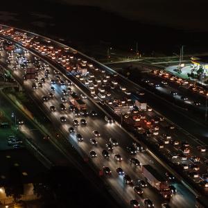 AI(人工知能)が高速道路の渋滞を予測する?!休日に快適なドライブはもうすぐ実現します!