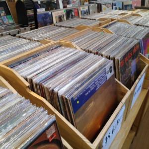 床屋よりもレコード屋の方が長居してしまった。