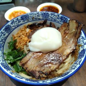 Kelapa GadingのステーキとKebayoran Baruの麺料理。