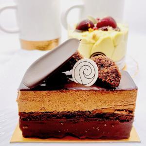 もはや芸術作品のショコラケーキ「キャラドゥ」&一番好きなピスタチオ♡(パティスリーリョーコ)