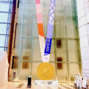 大きな金メダルに感動♪東京・日本橋「オリンピック・アゴラ(Olympic Agora)」
