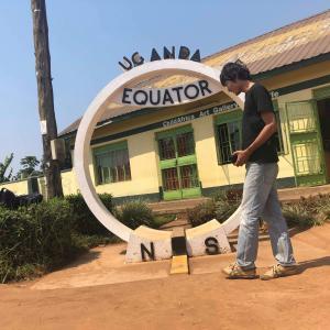 赤道に立ってみた ウガンダ 赤道への行き方を紹介