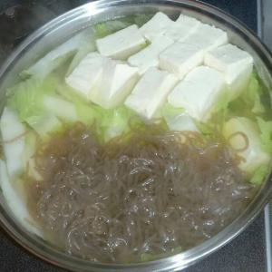 今日も寒いので白菜とお豆腐プラス豚肉の鍋物にしてみました☺