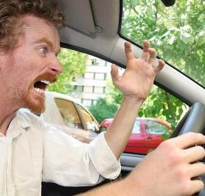 ひとりで運転中についつい吐いてしまう暴言