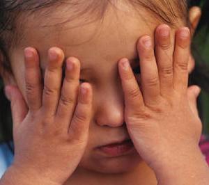 【速報】泣く7歳、助けない大人 「何とかしないと」小5が保護