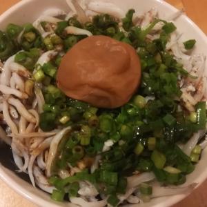 自宅で大好物のシラス丼を、湯浅醤油「にごりびしお」で食べる