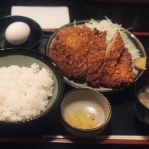 『三叶家』のボリューム満点日替わりランチ(800円)ロースカツ定食は二度美味しい!