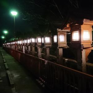 夜の宝山寺を歩く
