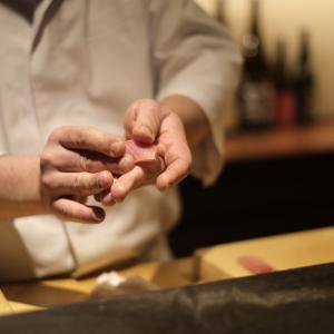 熟練の職人技で拘りの江戸前鮨を『西麻布 鮨 ふくじゅ』