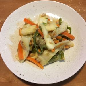 モチモチ食感が楽しくお弁当にも便利♡はんぺんと野菜のめんつゆマヨ炒め