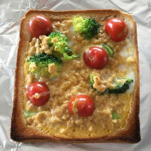 トーストにひと手間で栄養価抜群!納豆入りキッシュ風トースト