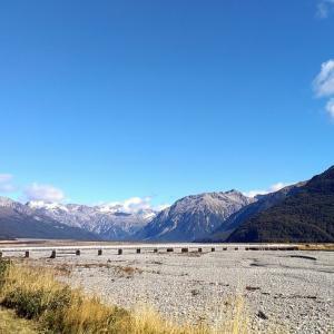 海外ツーリング-ニュージーランド編 6 / アーサーズ・パスの翡翠街道を走り、ニュージーランド空軍博物館やウィローバンク動物園へ