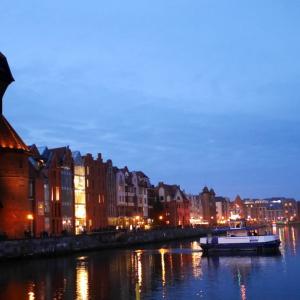 グダニスク(Gdańsk) 観光ガイド / 眩い琥珀の祭壇 聖ブリギダ教会 や 開戦の地 ヴェステルプラッテ に 美味しい市場