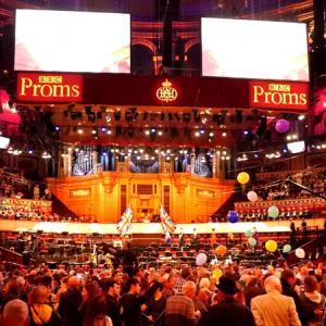 プラチナチケット入手のドタバタと会場で欧州旗が目立ったわけ / BBCプロムス最終夜の裏側では
