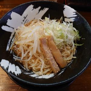 夏場の暑い時には、冷たいラーメン。石川県金沢市西都にある客野製麺所で、夏季限定の冷やぶっかけ。
