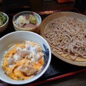 石川県金沢市入江にある隠れた良店のお蕎麦屋さん、ふく家でせいろそばと親子丼。
