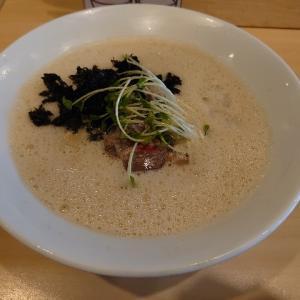 石川県金沢市窪にあるラーメン屋さん、中華そば集でクリーミーな煮干し泡白湯。