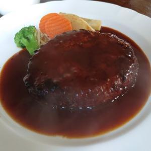 石川県金沢市額新保にある昔ながらの洋食屋さん、ピエレッテで美味しいハンバーグランチ。