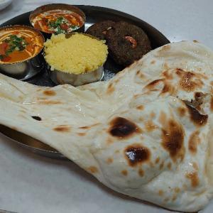 白山市鶴来のショッピングセンターLet's内にあるカレー屋さん、スカラーズ インディアンカフェ&ナンカリー(Scholar's Indian Cafe & Naan-Curry)でカレーディナー