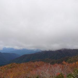 秋の訪れ、石川県と福井県の県境付近にある赤兎山に紅葉登山