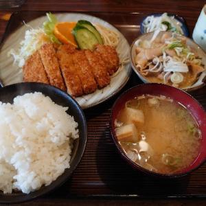 居心地の良いとんかつ屋さん。金沢市寺中町にあるとんかつ高野で、とんかつ定食ともつ煮込み(小)。