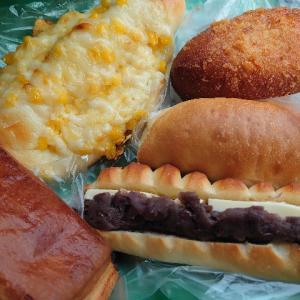 金沢市有松のパン屋さんアリスファームキッチンで、あんバター、カレーパン、塩パン等。