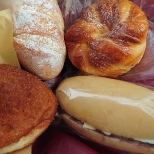 パン屋さん巡り。金沢市高柳町にある石窯パン工房VIVIR。品数豊富なパン屋さん、レジにビックリ。