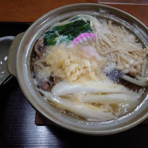 小松市長崎町にある丁字家で、冬期限定の鍋焼きうどん