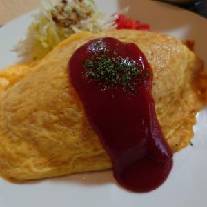 金沢市小橋町にある昔ながらの定食屋さん、いなばやでオムライスと玉子あんかけうどん。心も身体もほっこりポカポカ。