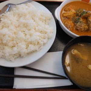 松屋でガッツリと朝ご飯、なかなか本格的なごろごろチキンのバターチキンカレー。