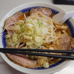 石川県白山市中ノ郷にある中華そばもきちで、もやしチャーシュー麺醤油の大盛。