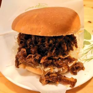 品薄で販売休止していたコメ牛が復活。コメ牛の肉だくだくと、いつものアイスココア。